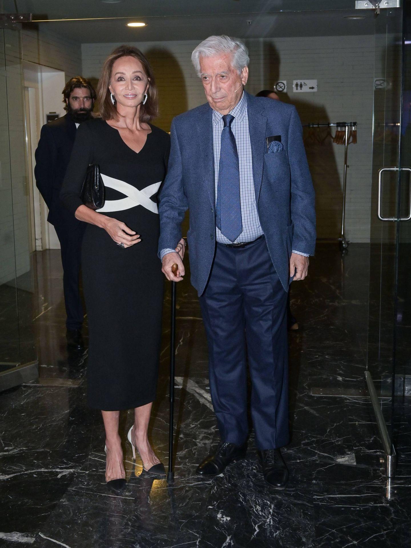 Isabel Preysler, junto a Mario Vargas Llosa. (Cordon Press)