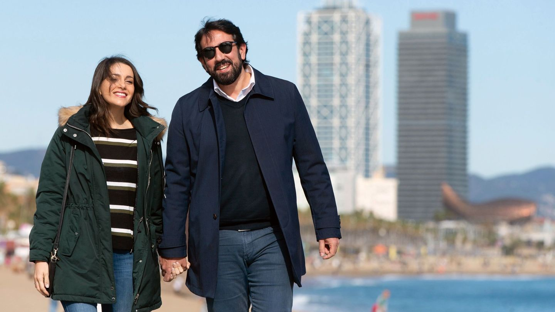 Inés Arrimadas y su marido, Xavier Cima, pasean por Barcelona el pasado sábado. (EFE)