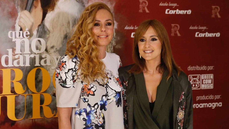 Con Anabel Dueñas, la protagonista. (EFE)
