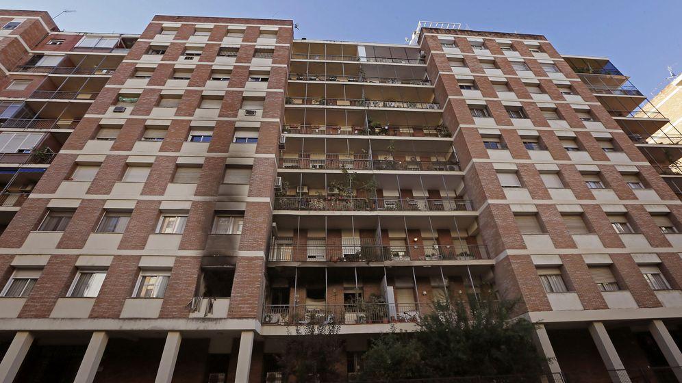 Foto: Un edificio del barrio de Los Remedios de Sevilla. (EFE)