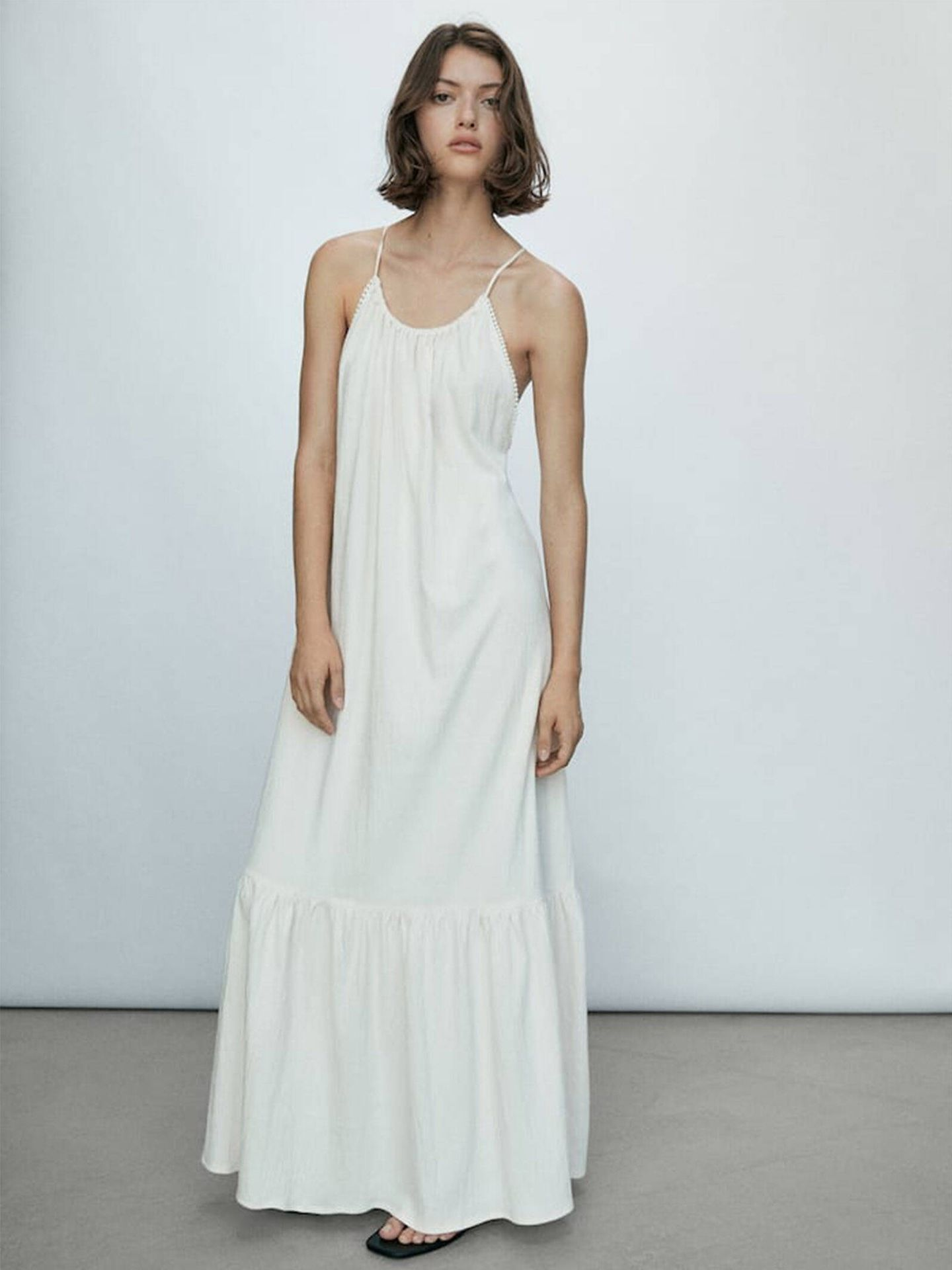 Vestido blanco low cost de Massimo Dutti. (Cortesía)