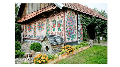 Así es el pueblo de Polonia que se recuperó de la II Guerra Mundial pintando flores