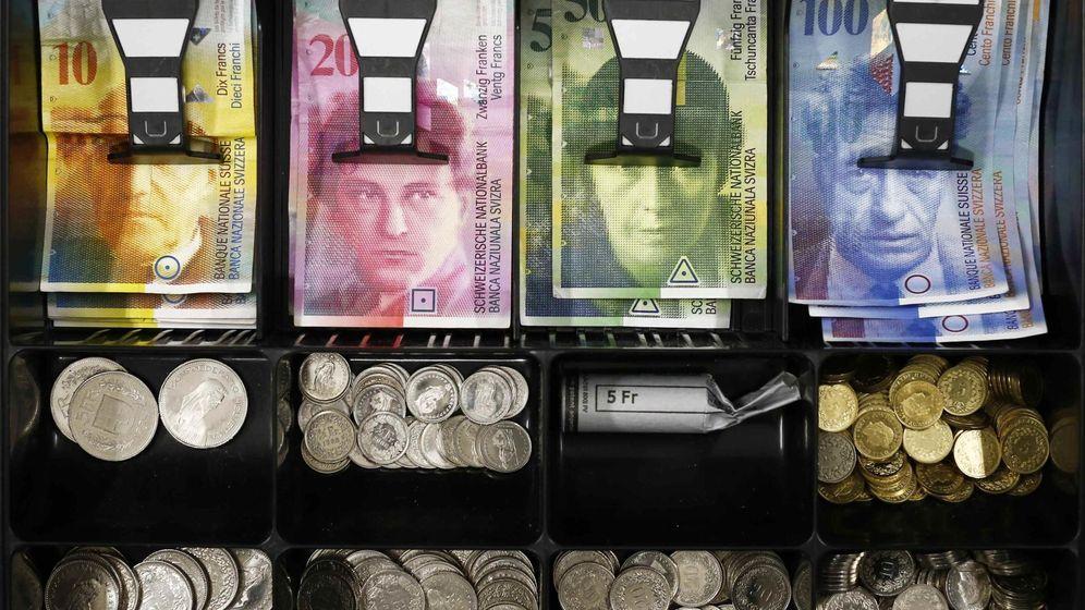Foto: Dinero en una caja. (Reuters)