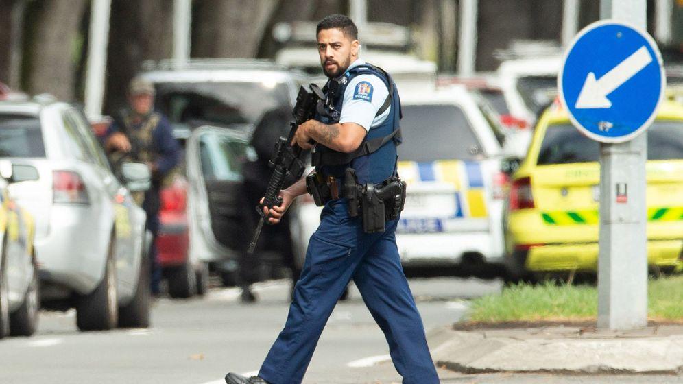 Foto: Un policía, en el lugar de los hechos. (Reuters)