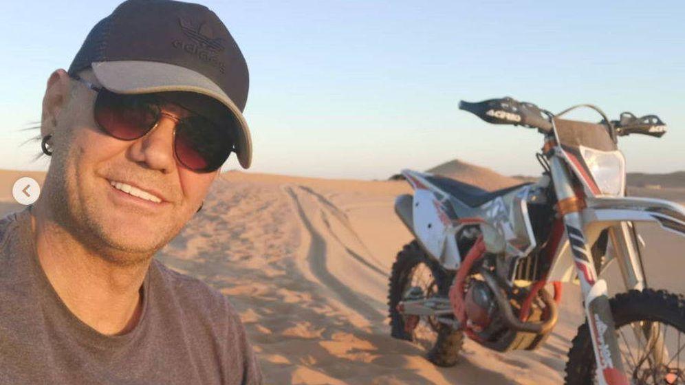 Foto: Nacho Vidal entrenando en el desierto de Marruecos. (@NachoVidalXXX)