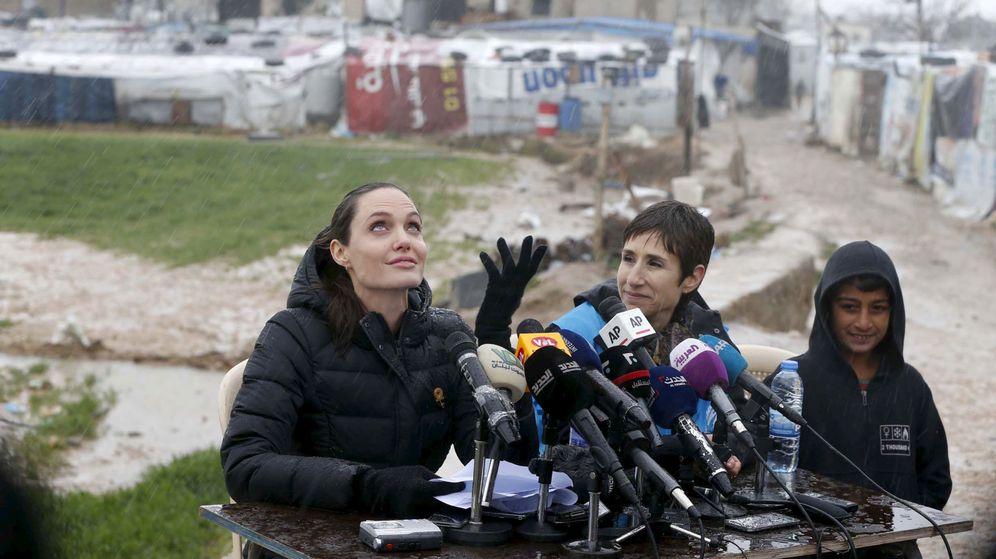 Foto: Angelina Jolie ha visitado campos de refugiados por todo el mundo como Alta Comisionada de ACNUR (Reuters/Mohamed Azakir)