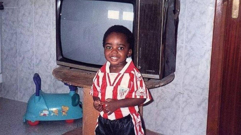 Iñaki Williams de niño con la camiseta del Athletic. (@Williaaams45)