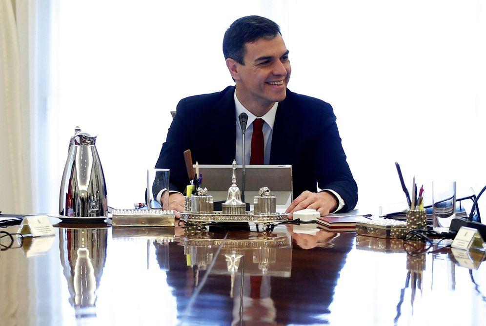 Foto: Pedro Sánchez, en su primer Consejo de Ministros, este 8 de junio en La Moncloa. (EFE)
