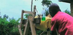 Post de Premian a un niño africano que creó su propia máquina para lavarse las manos
