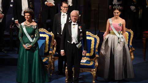 Premios Nobel: Victoria de Suecia, con un vestido de su madre, y Sofía, de rojo pasión