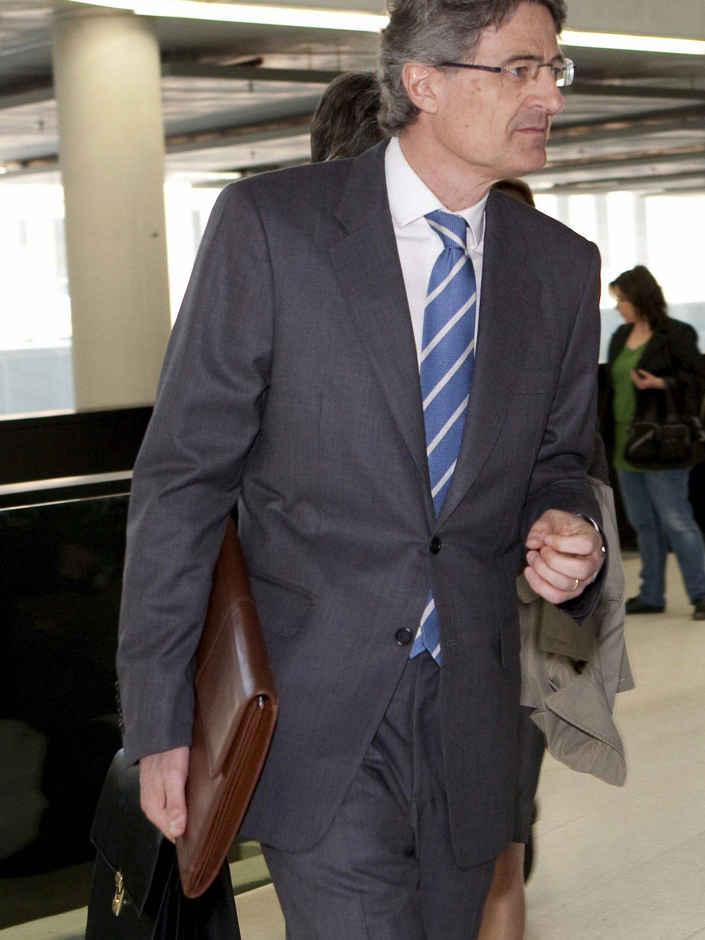 El exdirectivo de Ferrovial Pedro Buenaventura, a su llegada los juzgados donde declaró como imputado sobre el supuesto pago de comisiones de la constructora a CDC a través del Palau | Foto: EFE
