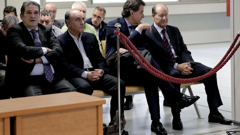 Foto: Antonio Rincón, Justo Valverde, Miguel Navarro y Luis Esteban, en el banquillo de los acusados. (EFE)