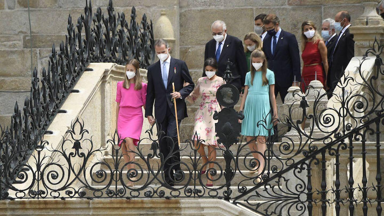La familia Real en la escalinata de la Catedral de Santiago. (Limited Pictures)