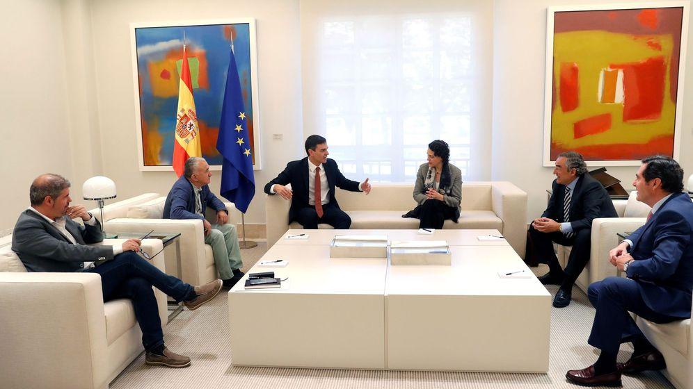 Foto: Pedro Sánchez recibe a los agentes sociales en La Moncloa. (EFE)