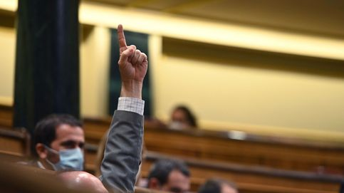 El esperpento nacional: Vox y Bildu rescatan al Gobierno