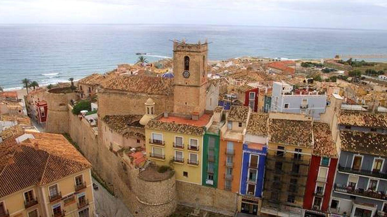 La Vila, histórico-artística y junto al mar. (Cortesía Villajoyosa Turismo)
