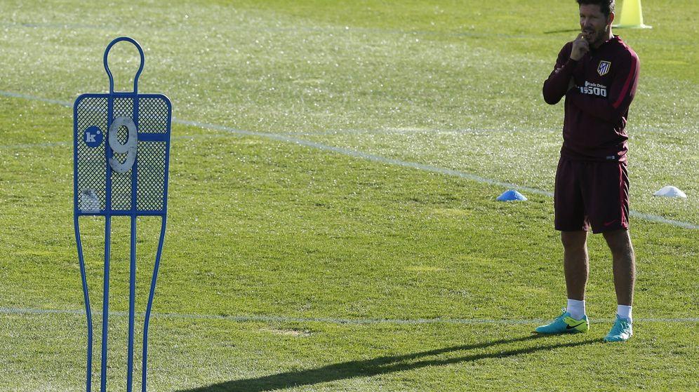 Foto: Simeone confirma que ha renovado hasta 2018 (Juan Carlos Hidalgo/EFE).