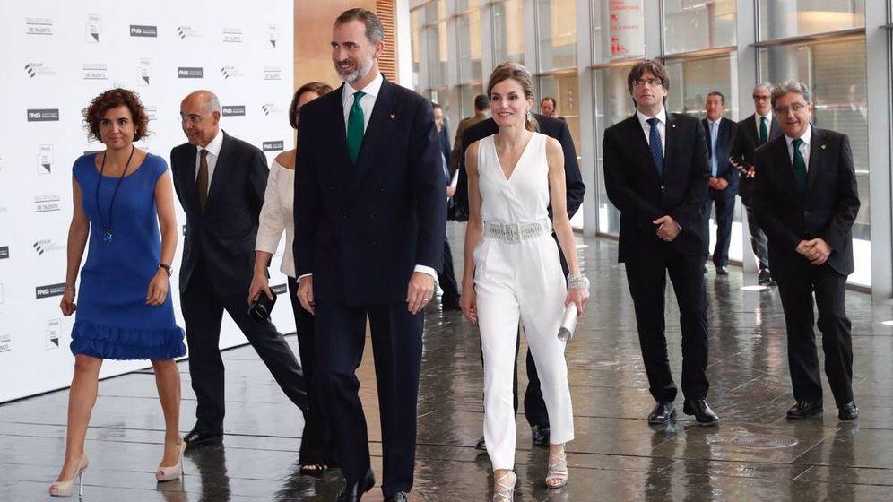 Foto: Don Felipe y doña Letizia, a su llegada al Palacio de Congresos de Girona. (Casa Real)