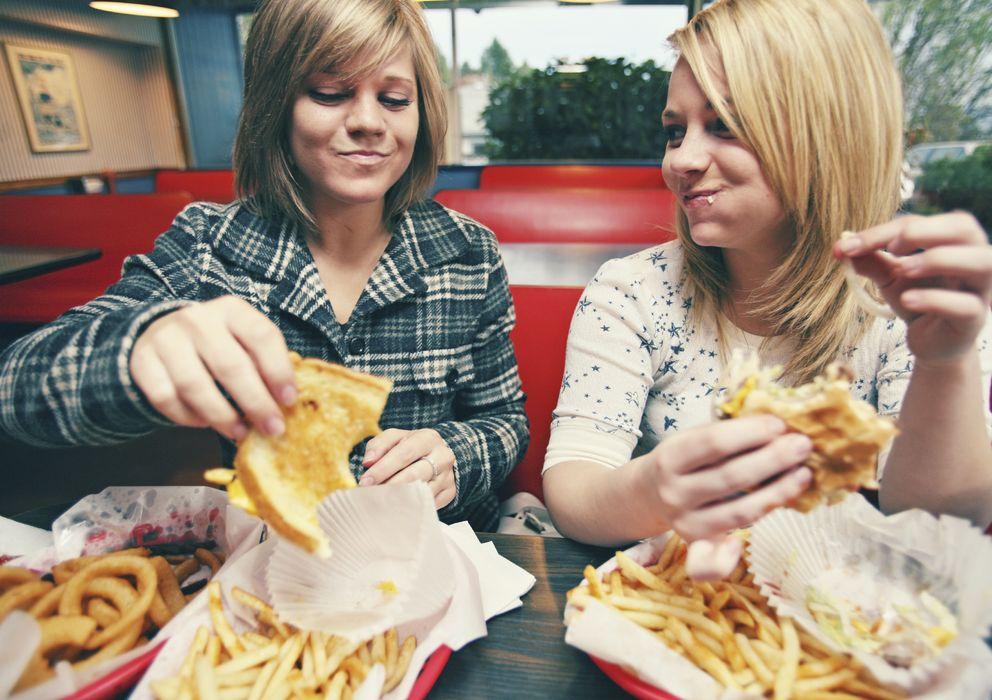 Foto: El zumo de pomelo ayuda a adelgazar si llevamos una dieta rica en grasas. ¡A darle a la panceta! (iStock)