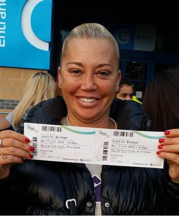Foto: Belén esteban posa con los tickets del concierto (Instagram)