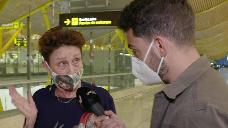 Verónica Forqué habla con un reportero de 'Viva la vida'. (Mediaset)