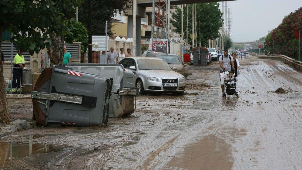 Foto: Aspecto de una calle de Segur de Calafell, Tarragona, una de las localidades más afectadas por la lluvia que afecta diversas zonas de Cataluña. (EFE))