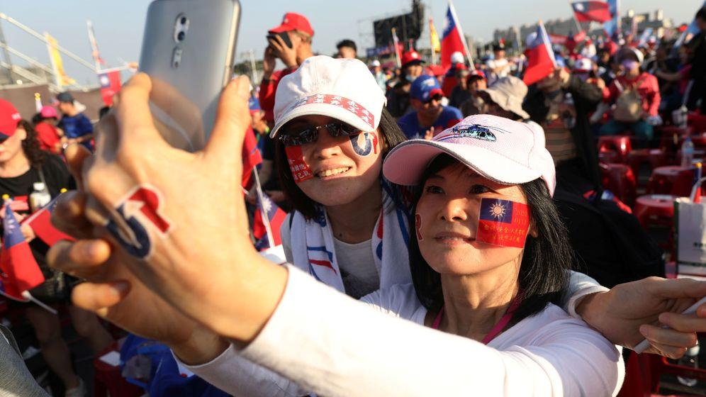Foto: Partidarias del candidato Han Kuo-yu en un mítin. (Reuters)