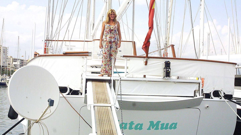 Carmen en el velero Mata Mua