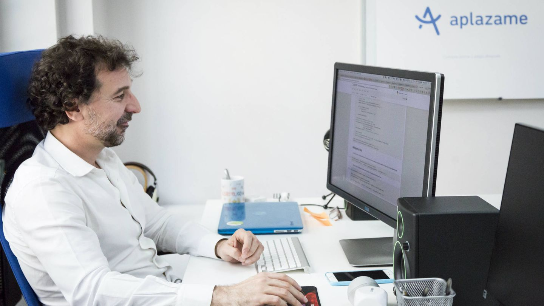 Fernando Cabello, en su oficina en España.