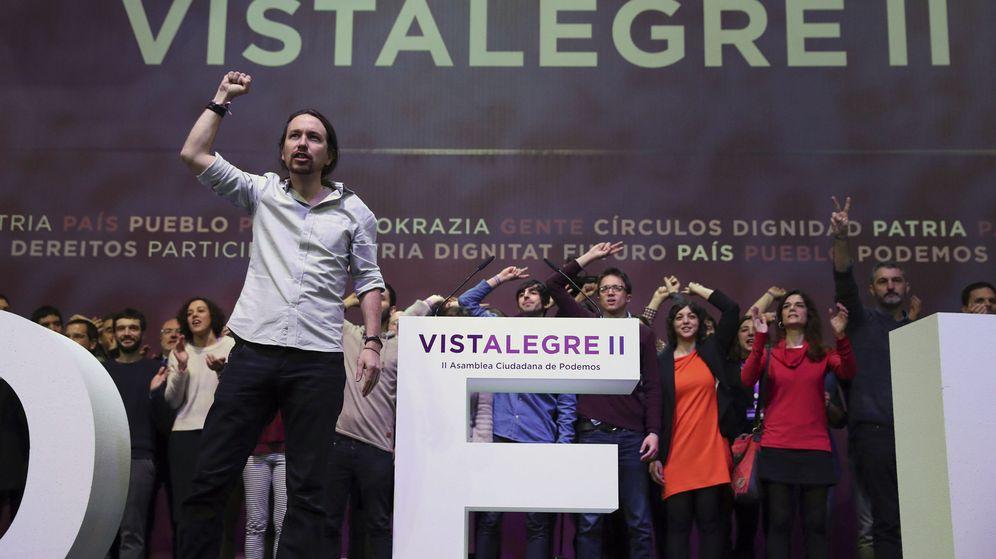 Foto: El secretario general de Podemos, Pablo Iglesias, saluda a los asistentes al inicio de la primera jornada de la Asamblea Ciudadana Estatal de Vistalegre II. (EFE)
