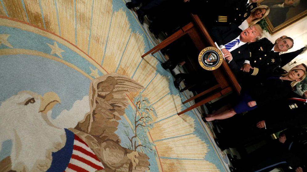Foto: Donald Trump durante la firma de dos leyes en la Casa Blanca, el 2 de junio de 2017. (Reuters)