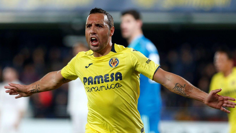 Foto: Santi Cazorla celebra un gol con el Villarreal en la reciente temporada. (EFE)