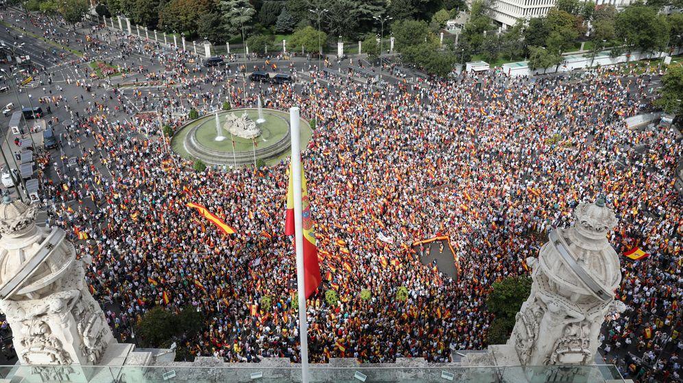 Foto: Manifestación en la plaza Cibeles (Madrid). (Reuters)