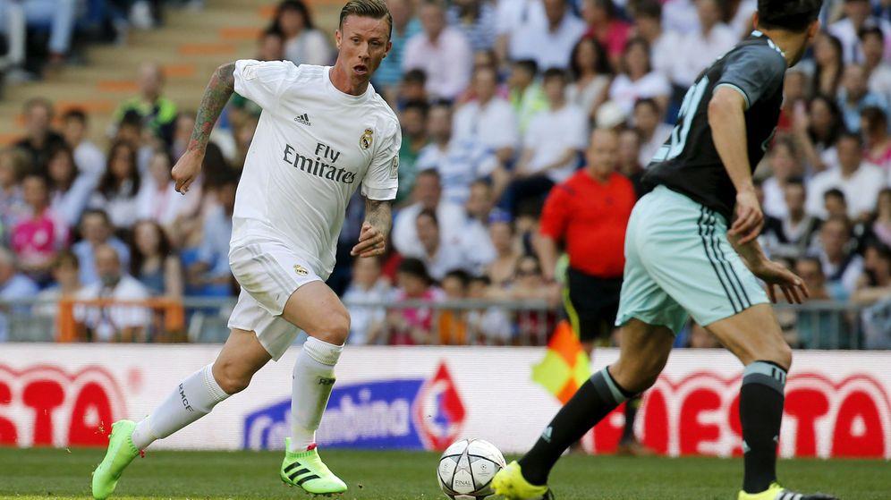 Foto: Guti durante un partido benéfico con el Real Madrid en el que se enfrentó al Ajax. (Efe)