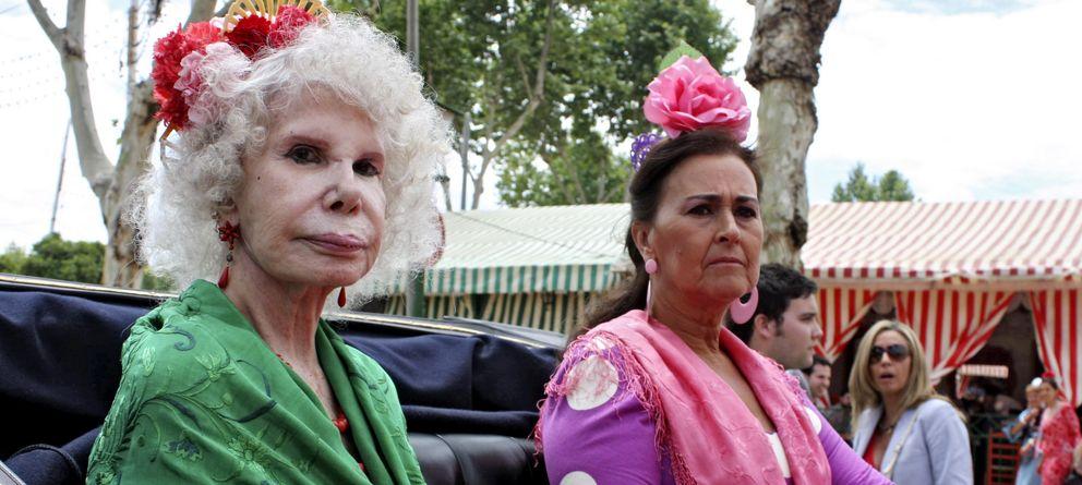 Foto: La duquesa de Alba y su amiga Carmen Tello, en una imagen de archivo (Gtres)