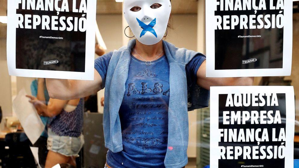 Activistas independentistas vuelven a ocupar varias oficinas de CaixaBank en Barcelona