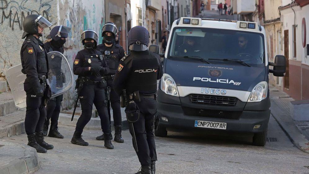 Foto: Un grupo de agentes de la Policía Nacional (Efe).