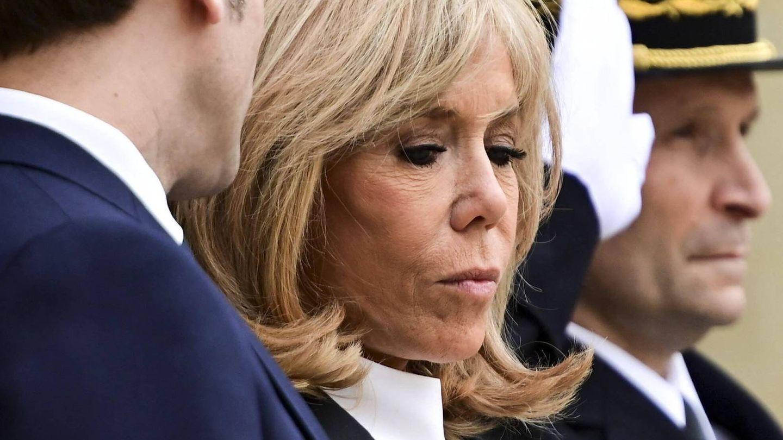 Las puntas peinadas hacia afuera de Brigitte Macron. (Cordon Press)