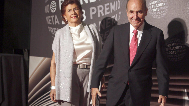 Ana Maria Sagarra y Miquel Roca, en los Premios Planeta. (Getty)