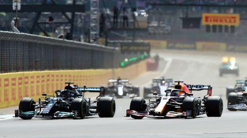 Hamilton gana en Silverstone tras un brutal choque con Verstappen en la segunda vuelta