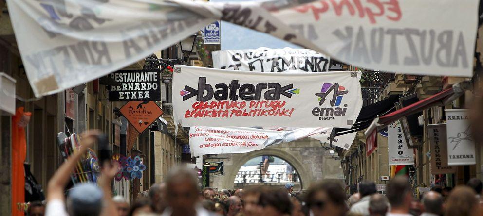 Foto: Pancartas y carteles afines a la izquierda abertzale en San Sebastián. (EFE)