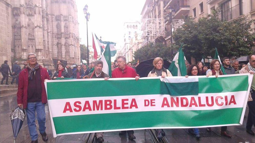 Foto: Manifestación encabezada por Isidoro Moreno (segundo por la izquierda), ex secretario general del Partido de los Trabajadores de Andalucía.