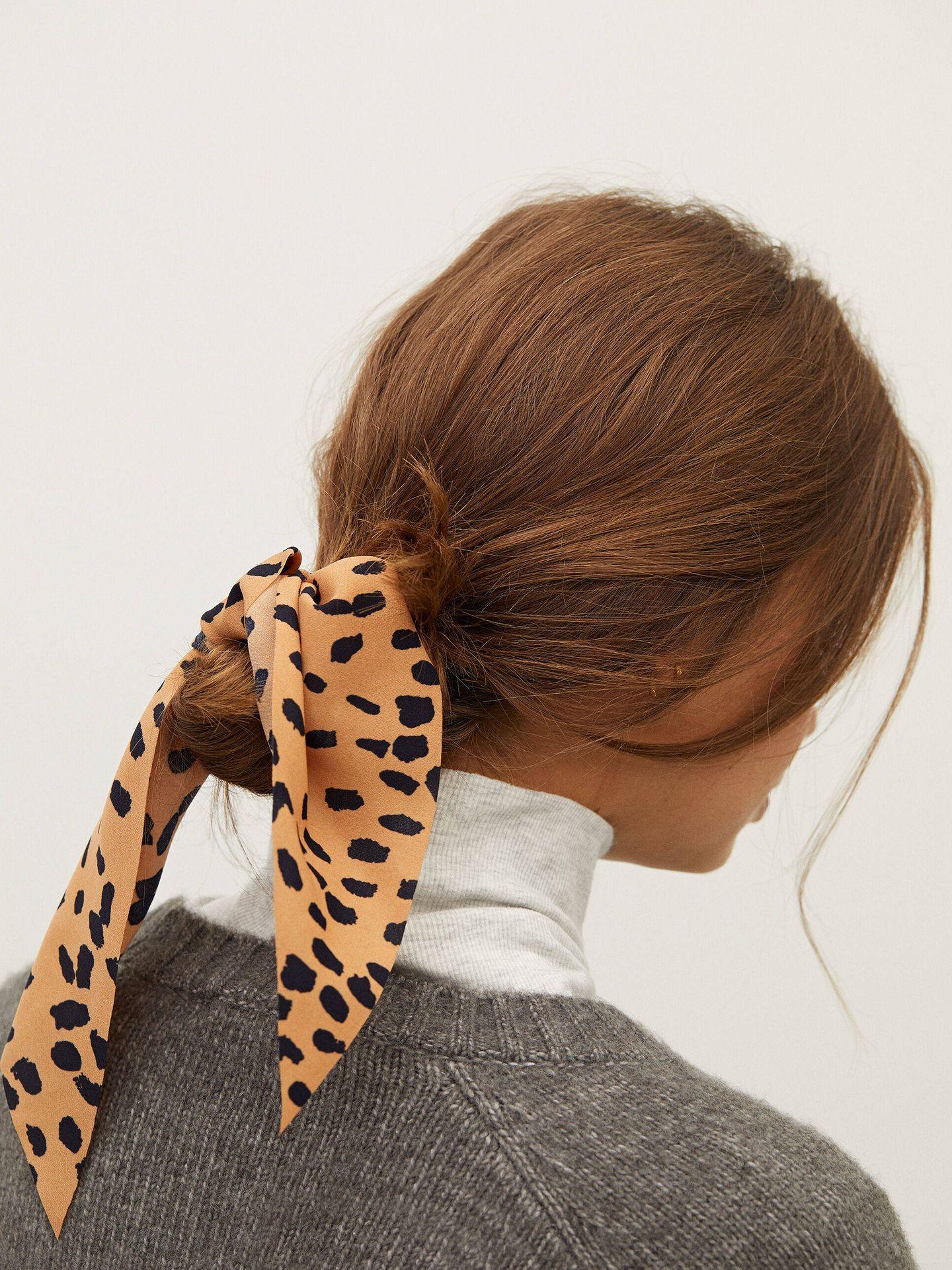 Goma de pelo con lazo de Parfois. (Cortesía)