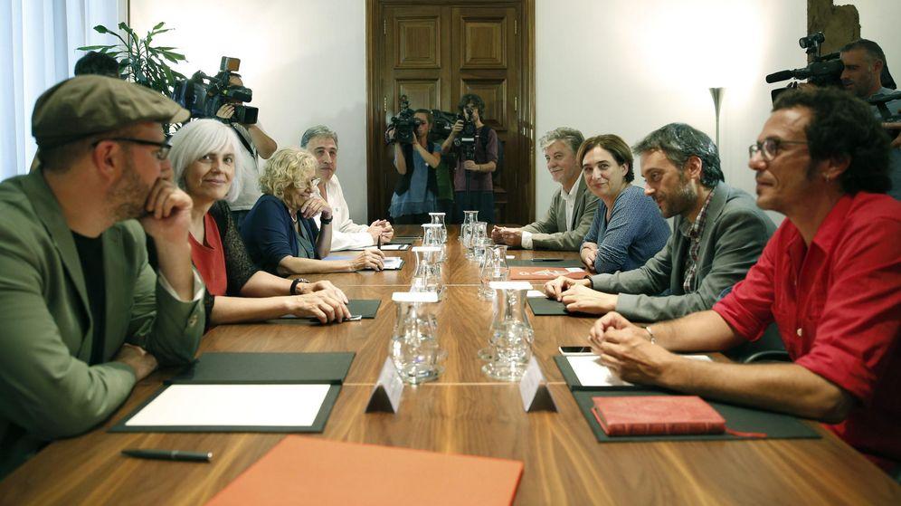 Foto: Los alcaldes de Santiago de Compostela, Badalona, Madrid, Pamplona, Zaragoza, Barcelona, A Coruña y Cádiz. (EFE)
