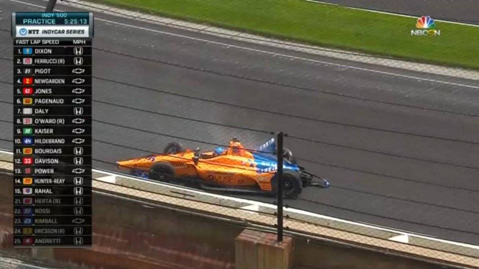 Foto: Así ha acabado Alonso con su McLaren en Indianápolis.