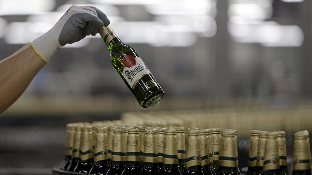 Foto: Cadena de producción de una de las cervezas producidas por ABInbev. (Reuters)