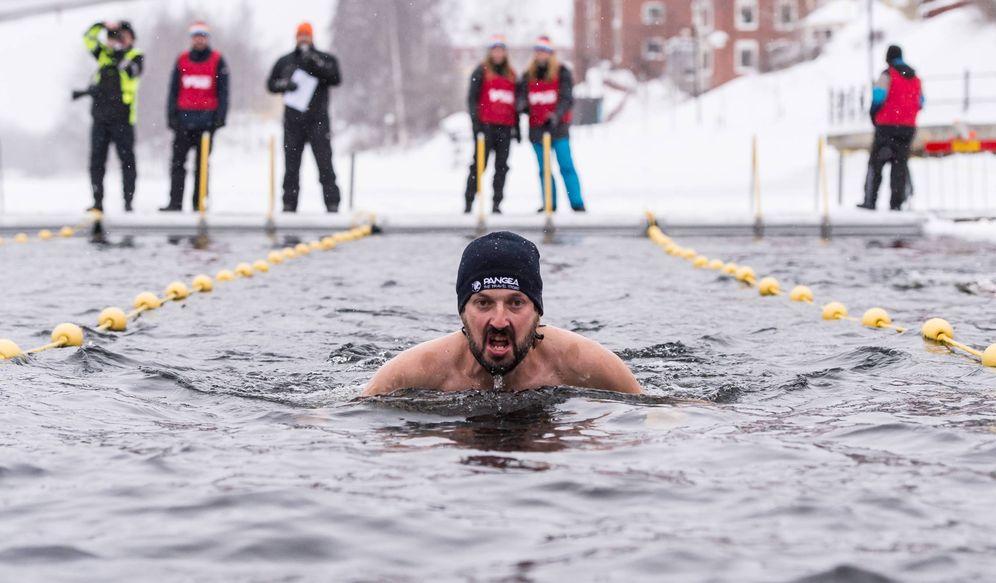 Foto: Jorge Traver, nadando en aguas heladas