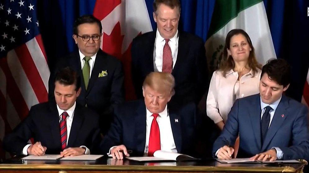 Foto: Enrique Peña Nieto, Donald Trump y Justin Trudeau firman en Buenos Aires. (EFE)
