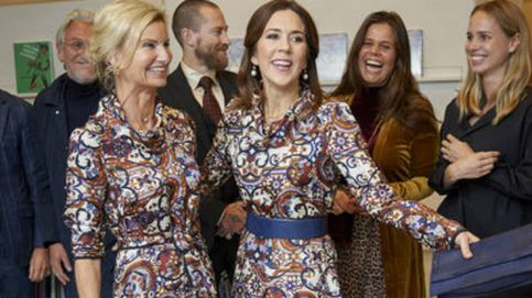 La divertida coincidencia estilística de Mary de Dinamarca y una invitada