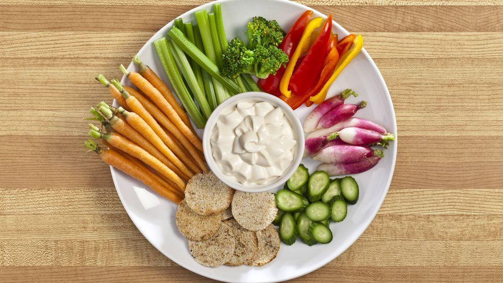 Foto: Verduras con salsa agria. (iStock)